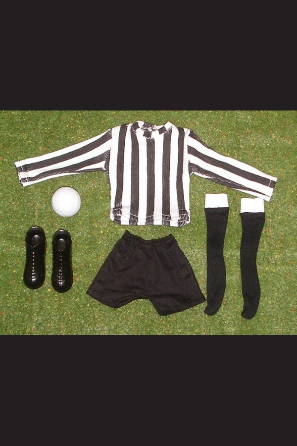 FOOTBALLER - SHIRT BLACK & WHITE - SHORTS BLACK - SOCKS BLACK - BOOTS - FOOTBALL